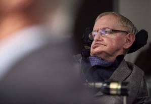 Em registro de 2016, o cientista britânico Stephen Hawking na Universidade de Cambridge Foto: NIKLAS HALLE'N / AFP