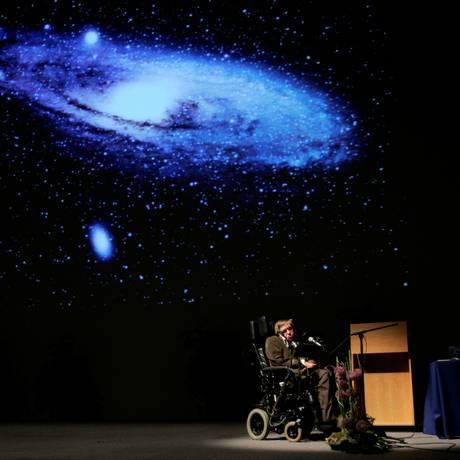 Stephen Hawking elaborou trabalhos fundamentais sobre os buracos negros, que ajudam a explicar a formação do universo Foto: Francois Lenoir / REUTERS