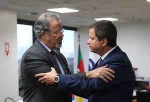 O ministro da Segurança Pública, Raul Jungmann, e o presidente do Conselho Federal da OAB, Cláudio Lamachia Foto: Givaldo Barbosa / Agência O Globo