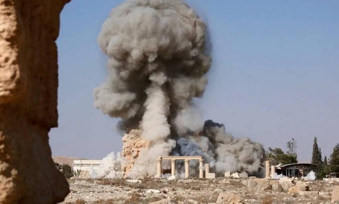 Explosão na cidade histórica de Palmira, na Síria: Estado Islâmico destruiu parte do patrimônio mundial, mas acabou perdendo terreno com ofensivas de coalizão pró-EUA e da Rússia, junto a Assad Foto: -