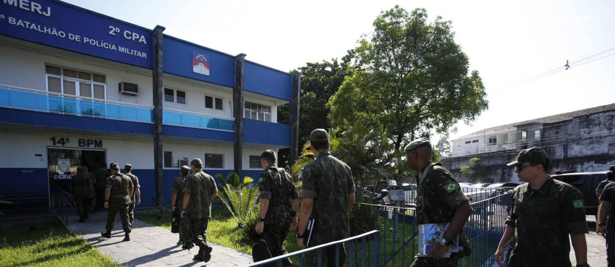 Militares consideram a possibilidade de mudar jornada de trabalho de PMs Foto: Pablo Jacob / Agência O Globo