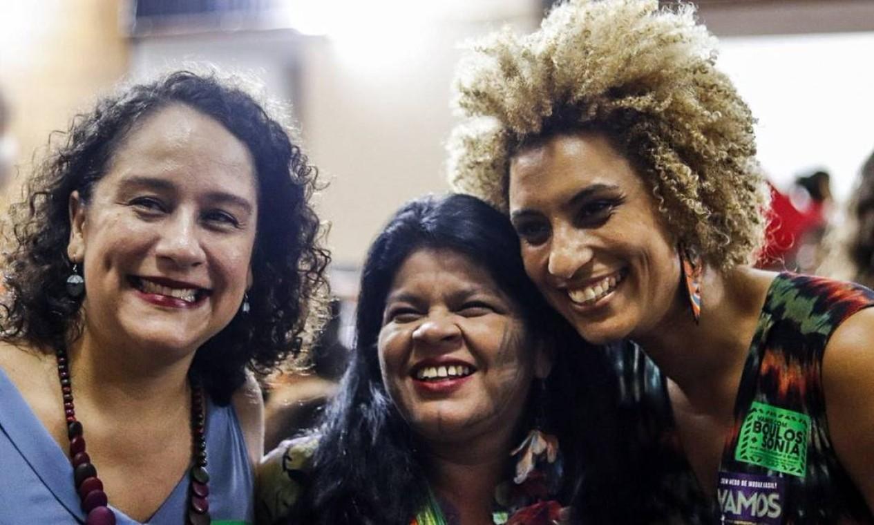 Luciana Boiteux, que foi candidata à vice-prefeita do Rio em 2016; a índia Sonia Guajajara e Marielle Franco Foto: Divulgação/PSOL