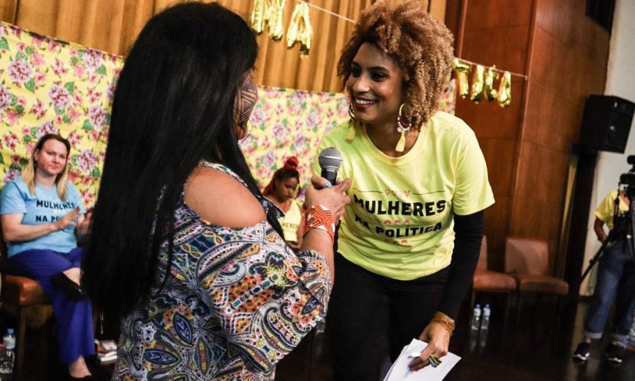 Marielle com a liderança indígena Sônia Guajajara em evento em prol da representatividade feminina na política em novembro Foto: Divulgação/PSOL