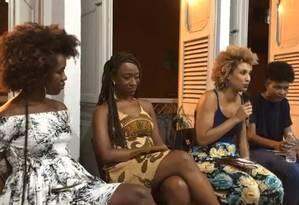 Ana Paula Lisboa, à esquerda, e Marielle Franco, de azul e amarelo, em evento na Lapa Foto: Reprodução/Facebook