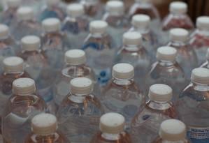 De 259 garrafas de água analisadas, apenas 17 estavam livres de microplástico Foto: Tim Stahmer/Flickr