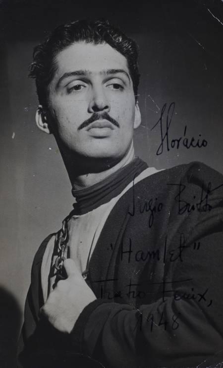 Sergio Britto caracterizado como Horácio em 'Hamlet', que esteve em cartaz no Teatro Fenix, em 1948 Foto: Acervo Sergio Britto - Cedoc Funarte / Acervo Sergio Britto - Cedoc Funarte