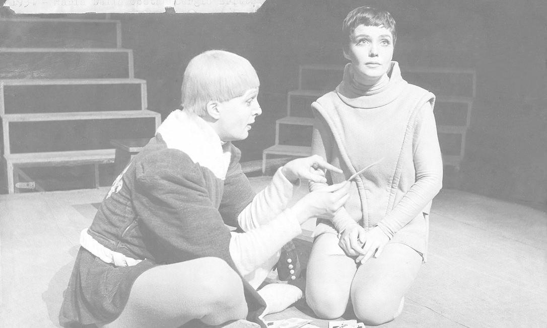 Sergio Britto e Maria Della Costa em 'O canto da cotovia', que inaugurou o Teatro Maria Della Costa, em 1954 Foto: Acervo Sergio Britto - Cedoc Funarte