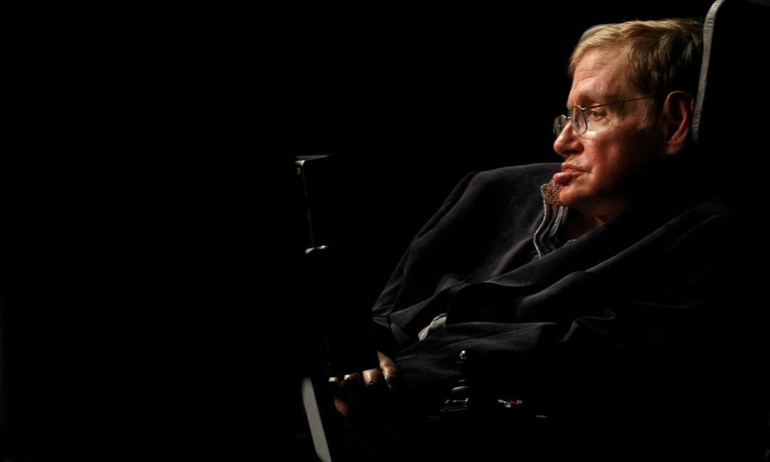 Hawking em seu escritório na Universidade de Cambridge: quase incapaz de se mexer, físico fez importantes contribuições para a ciência e o entendimento do Universo Foto: / REUTERS/Mike Hutchings/11-05-2008