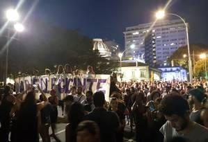 Manifestantes caminham pelo Centro do Rio em protesto contra morte de vereadora e motorista Foto: Juliana Dal Piva