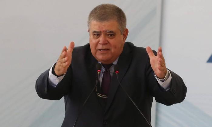 Carlos Marun prepara pedido de impeachment do ministro Luís Roberto Barroso