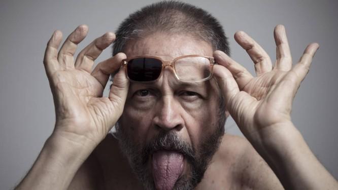 O artista Victor Arruda prepara Foto: Leo Martins / Agência O Globo