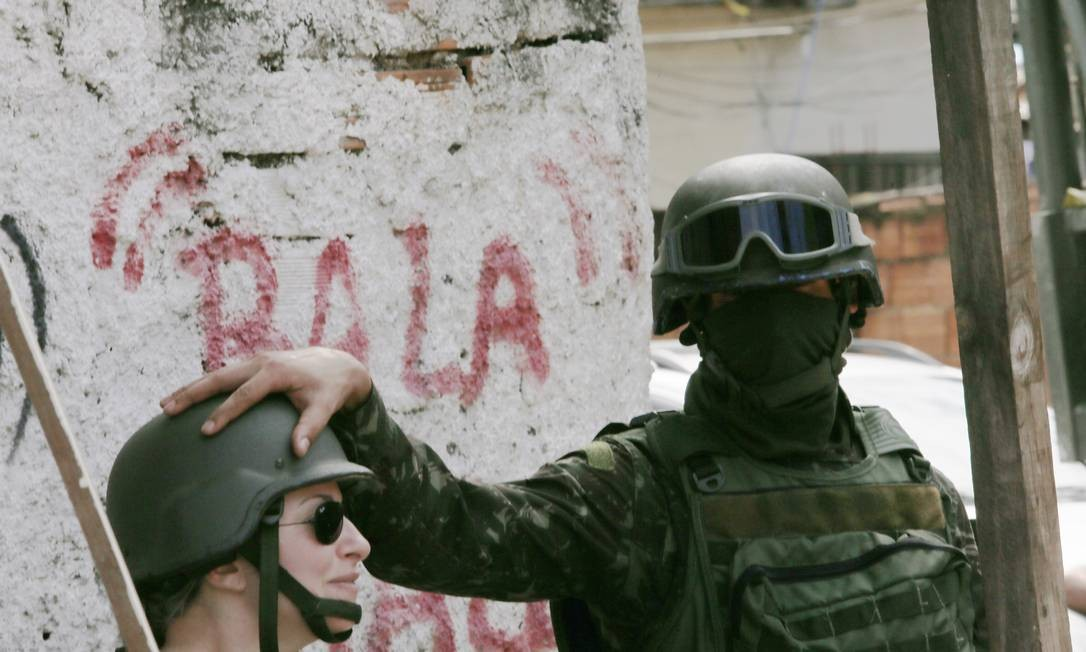 Militares das Forças Armadas e da Polícia Militar fazem nova operação no Rio Foto: Antonio Scorza / Agência O Globo