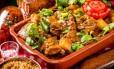 No Jerimum do Nordeste (2589-4205), a sugestão é a galinha caipira ensopada com batatas, que no bufê custa R$ 29,90 (de tareça a sexta) e R$ 39,90 (no fim de semana) Foto: Filico / Divulgação