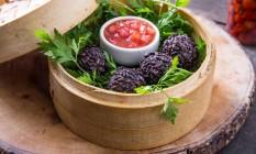 Capim Santo. Os croquetes de frutos do mar fazem parte do menu Foto: MARIO RODRIGUES / Divlgação