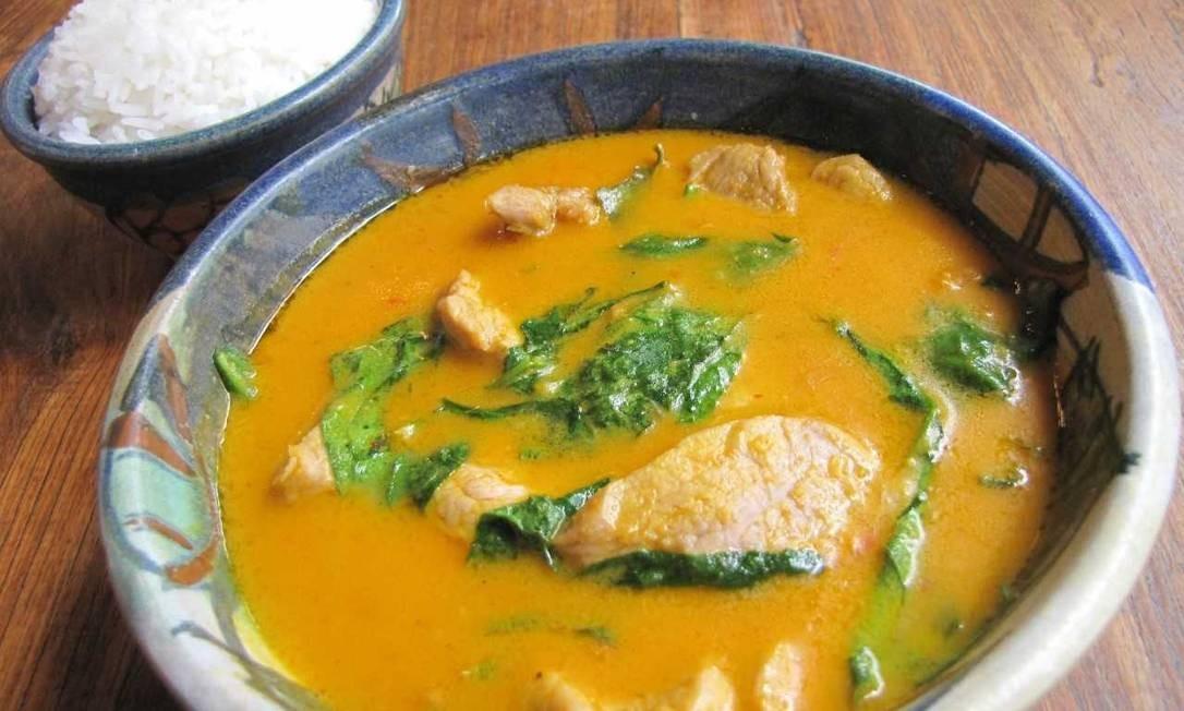Nam Thai: O Gaeng Mo Tay Po (R$ 58) é um filezinho de porco servido com curry vermelho tailandês, folha de limão kafir, leite de coco e especiarias do chef David Zisman. Rua Rainha Guilhermina 95, Leblon (2259-2962). Divulgação