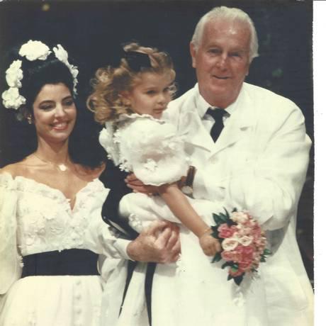No último desfile de Givenchy, Antonia como noiva e Maria como daminha Foto: Arquivo Pessoal