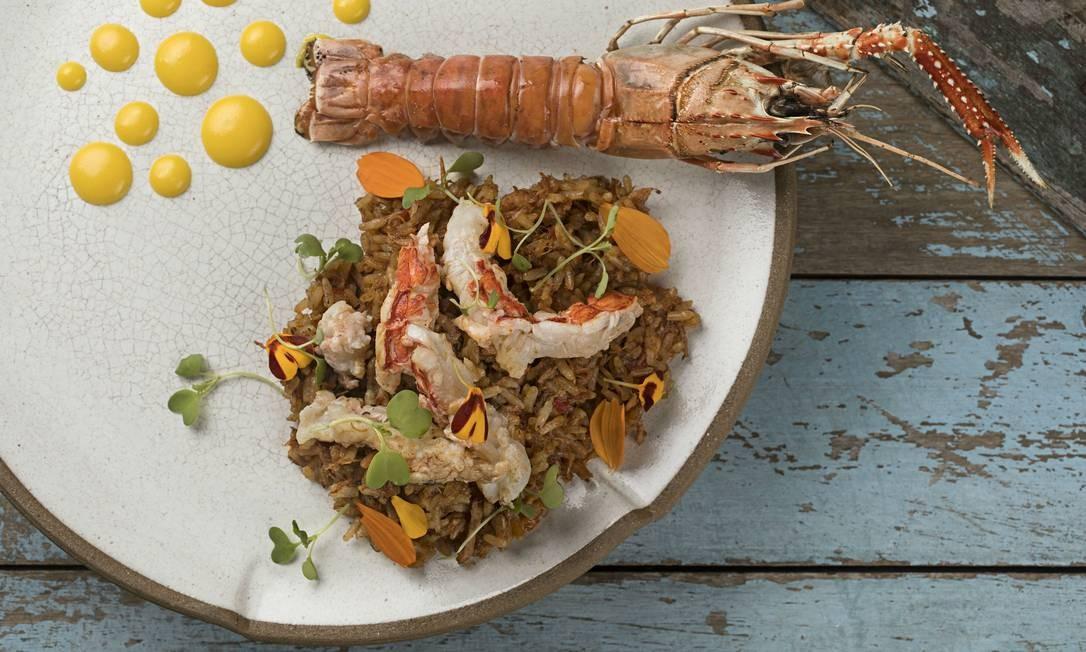 Oia. O pernil suíno é a posta do também Elia para comor o arroz que acompanha o lagostin na brasa com pimentões assados e aioli (R$79). Rua Barão da Torre 340, Ipanema (3201-6529). Divulgação/Rodrigo Azevedo