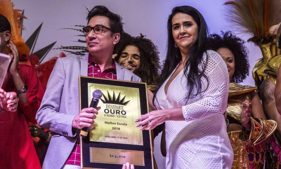 A anfitriã Salgueiro recebeu o prêmio de melhor escola do carnaval deste ano Foto: Hermes de Paula / Agência O Globo