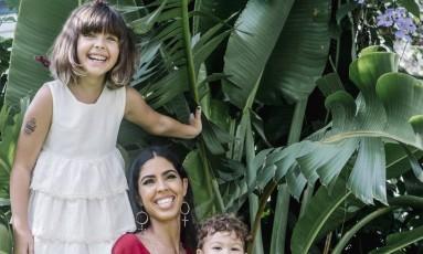 Bela Gil e os filhos Foto: Demian Jacob