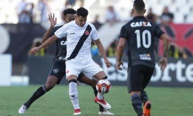 Vasco e Botafogo fizeram clássico quente no Nílton Santos Foto: Márcio Alves / Agência O Globo