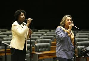 As deputadas federaisBenedita da Silva (PT-RJ) e Erica Kokay (PT-DF): bancada na Câmara é uma das prioridades do partido Foto: Ailton de Freitas / Agência O Globo