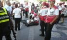Uma pessoa ferida no tiroteio na Presidente Vargas Foto: Guilherme Pinto /Agência O Globo
