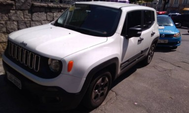 Um dos carros que estava com os bandidos Foto: Divulgação/UPP