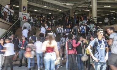 Abertura dos portões para a prova do Enem 2017, na Uninove da Barra Funda Foto: Paulo Pinto / Agência O Globo