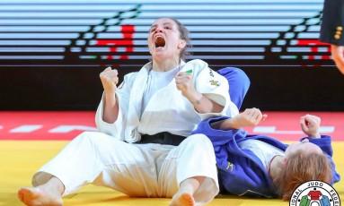 Maria Portela comemora o ouro na Rússia Foto: Divulgação - IFJ
