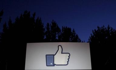 Placa na entrada da sede do Facebook em Menlo Park, nos Estados Unidos. Foto: Beck Diefenbach/Reuters