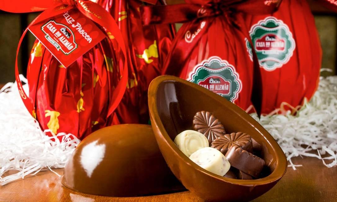 Casa do Alemão. Ovo de chocolate ao leite recheado com bombons de castanha de caju (R$ 25/ 150g) de fabricação própria. Av. das Américas 1699, Barra (2497-2629) Foto: Filico / Divulgação