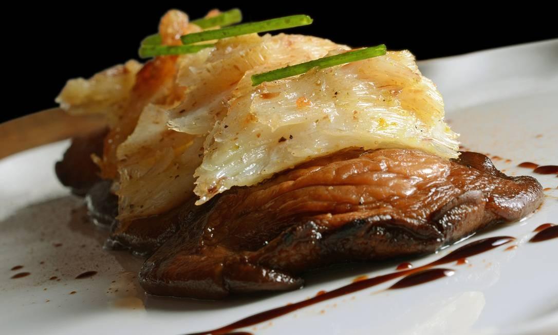 Yumê. O Tara Yumê (R$ 68) será servido apenas no feriado: bacalhau assado sobre shiitake. Rua Pacheco Leão 758, Jardim Botânico (3205-7321). Foto: RIO ART COM / Divulgação