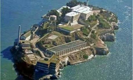 A Rocha. Vista aérea da Ilha de Alcatraz, na Baía de San Francisco, Califórnia: prisão federal guardou presos de alta periculosidade, como o gângster Al Capone Foto: Divulgação