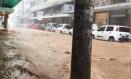Rua Farinha Filho, em Nova Friburgo, alagada Foto: Reprodução do Facebook/Alerta chuva em Nova Friburgo