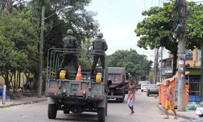 Forças Armadas já preparam retirada da Vila Kennedy, no Rio de Janeiro