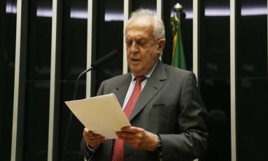 O deputado federal Jarbas Vasconcelos (PMDB-PE), durante sessão no plenário da Câmara Foto: Givaldo Barbosa/Agência O Globo/12-09-2017