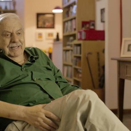 Hugo Carvana em cena do documentário