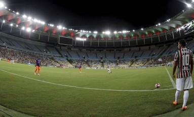 Com contrato com o Maracanã, Flu sofre com altos custos do estádio Foto: Marcelo Theobald
