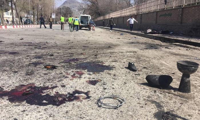 Dezenas de mortos em atentado suicida na capital do Afeganistão