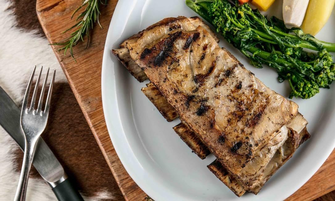 Esplanada Grill: A costela de vitela (R$ 140), com 400g sem contar o peso do osso, fica por tempo limitado no cardápio da casa. Rua Barão da Torre 600, Ipanema (2239-6028) TomasRangel / Divulgação