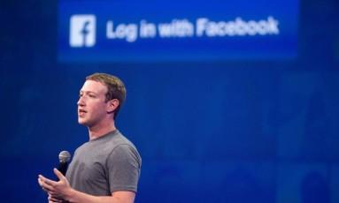 CEO do Facebook, Mark Zuckerberg, em São Francisco Foto: JOSH EDELSON / AFP