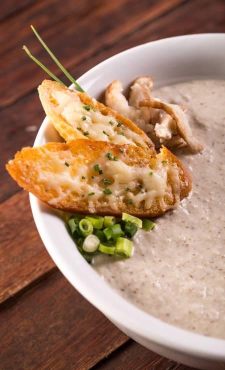 Rayz Ipanema: No menu de jantar no Restaurant Week (R$ 68), uma das entradas é gazpacho de cogumelos com crouton de queijo da Canastra. Rua Prudente de Moraes 416, Ipanema (2522-0627). Foto: Divulgação/Ana Catarina Teles