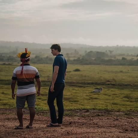 Ednaldo Tembé e Topher White observam área desmatada na Terra Indígena Alto Rio Guamá Foto: Google