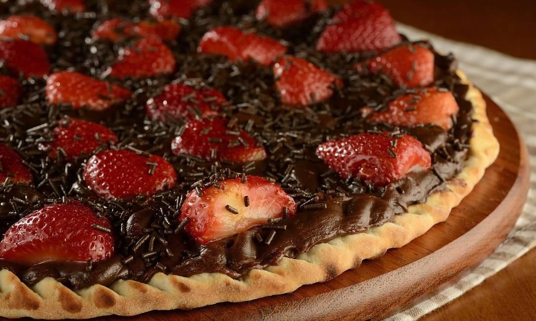 Camelo. De sexta a domingo, a pizza de chocolate com morango vai estar com 30% de desconto. Av. Henrique Dumont 57, Ipanema. (2274-2303) Foto: Wellington Nemeth / Divulgação