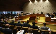Advogados de Lula, na primeira fileira, acompanham sessão do STF Foto: Ailton de Freitas / Agência O Globo