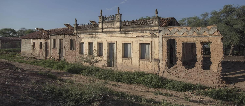 Painés solares proveem energia para quem mora nas ruínas de Pilão Velho Foto: Daniel Marenco / Agência O Globo