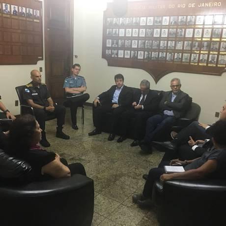 Os vereadores no encontro com o comandante-geral da PM, coronel Luis Claudio Laviano Foto: Divulgação