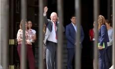 De saída. Pedro Pablo Kuczynski deixa palácio do governo após apresentar sua renúncia Foto: MARIANA BAZO / REUTERS