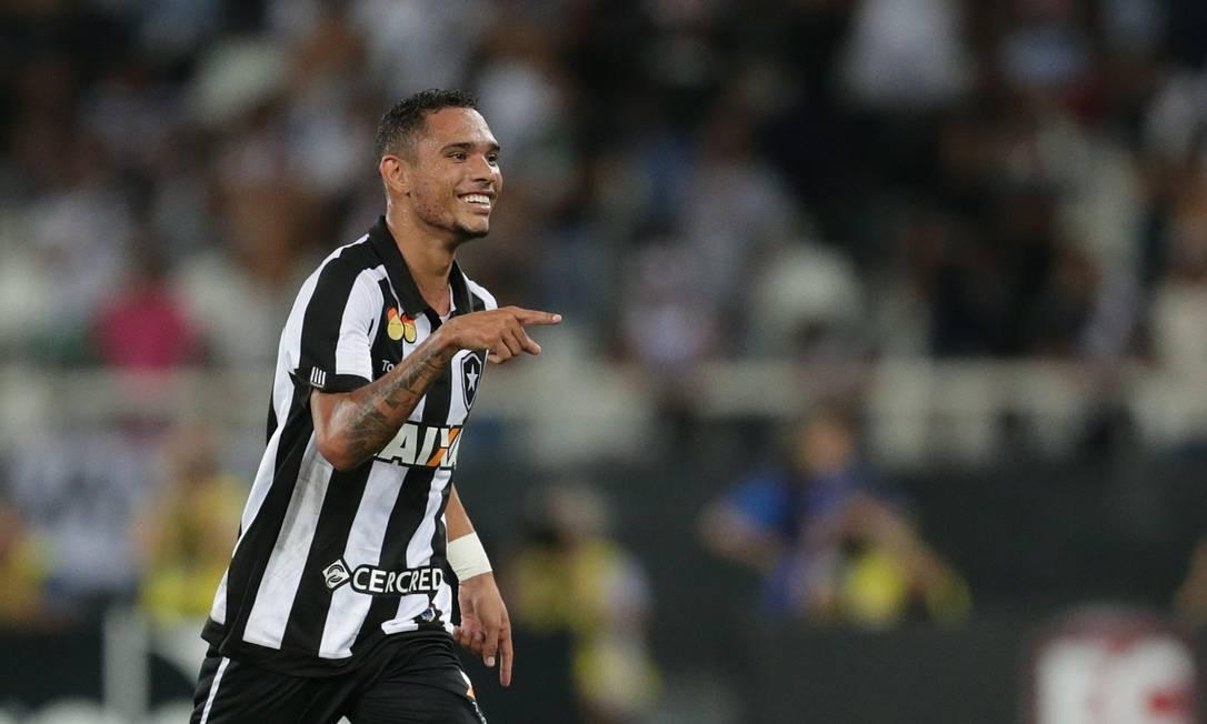 Botafogo vence o Vasco e vai à final da Taça Rio