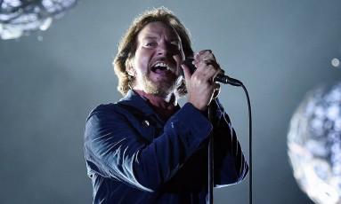 O vocalista Eddie Vedder concentrou as atenções do público no show do Pearl Jam Foto: Lucas Tavares / O Globo